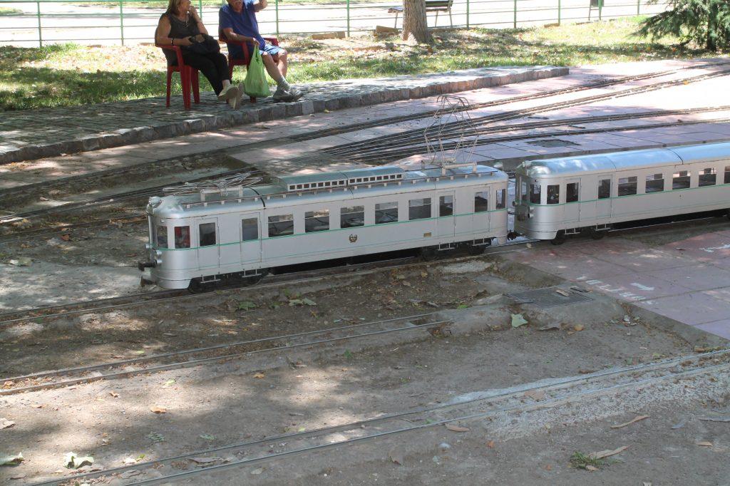 trains in mercader